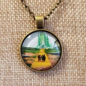 Jewelry - ♡2/$7 or 4/$10♡ Wizard of Oz Necklace